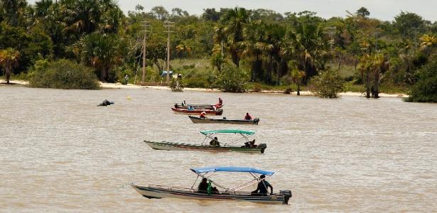 Barcos instalam fibra óptica e levam internet ao arquipélago de Marajós