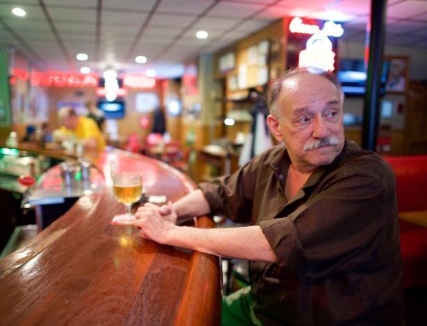 Dennis Bertko em um restaurante em Youngstown (Ohio)