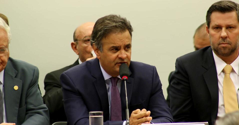 14.abr.2016 - O senador e presidente do PSDB, Aécio Neves, participa de reunião com juristas na Câmara dos Deputados, em Brasília (DF), para manifesto pela legalidade do afastamento da presidente Dilma Rousseff