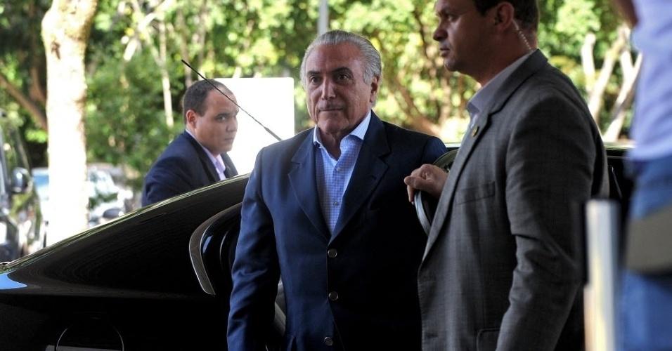 22.abr.2016 - O presidente interino Michel Temer chega ao Palácio do Planalto, em Brasília. Ele substitui a presidente Dilma Rousseff que está em Nova York (EUA), onde participou da assinatura do Acordo de Paris, na sede da ONU