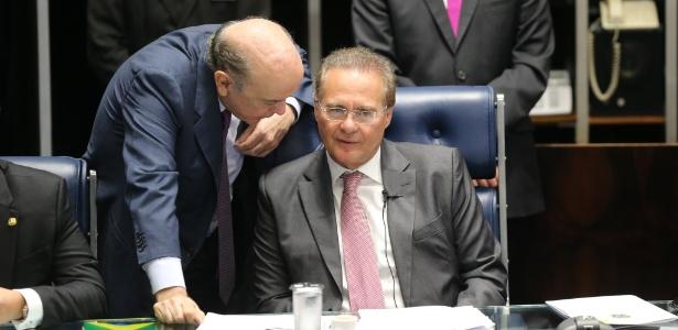 O senador José Serra (PSDB-SP) conversa com o presidente do Senado, Renan Calheiros (PMDB-AL), durante sessão que define a composição da comissão que analisará o impeachment da presidente Dilma Rousseff no Senado - Alan Marques - 25.abr.2016/Folhapress