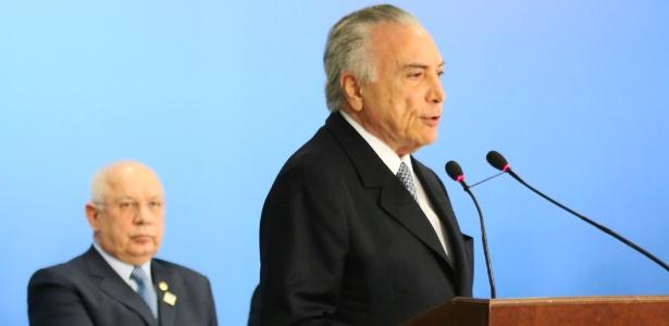 Presidente MIchel Temer (d) deve escolher o novo relator da Lava Jato com a morte de Teori Zavascki (e)