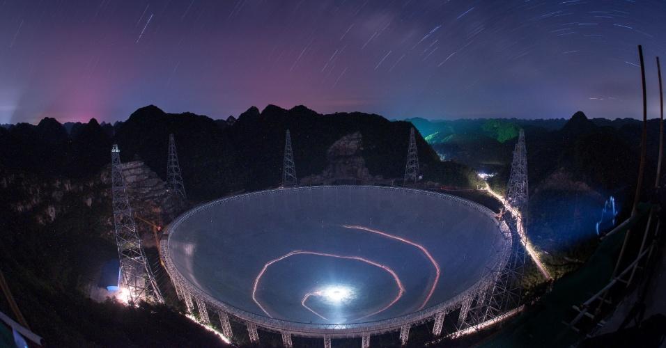 3.jul.2016 - Foto de 27 de junho de 2016 mostra o telescópio FAST, com 500 metros de abertura, localizado em Pingtang, na província chinesa de Guizhou. O FAST é o maior radiotelescópio do mundo. Ele será usado para explorar o espaço e ajudar na busca por vida extraterrestre