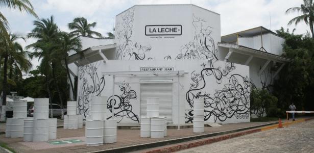 Restaurante onde um grupo de pessoas foi sequestrado por homens armados em Puerto Vallarta, no México