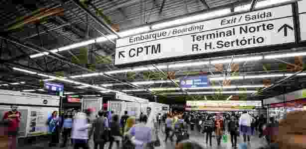 Movimentação de passageiros na estação Tatuapé do metrô - Eduardo Anizelli/Folhapress