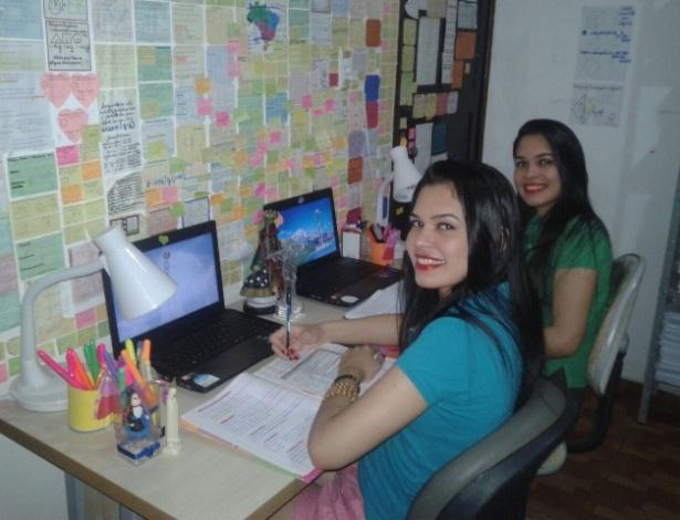 As gêmeas Wanessa (à esq.) e Andressa passaram no mesmo curso: medicina