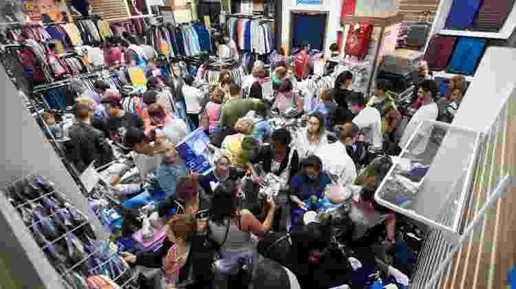 Consumidores durante a liquidação promovida pela rede de lojas Magazine Luiza, em Franca, interior de São Paulo, em 2018 - Igor do Vale/Estadão Conteúdo
