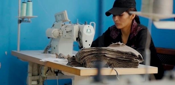 Migrantes bolivianos costuravam mais de 14 horas por dia e recebiam, em média, R$ 0,34 centavos por hora trabalhada em oficina terceirizada da Mektrefe - Al Jazeera/Repórter Brasil