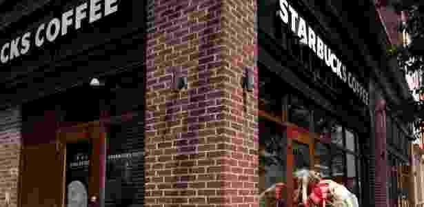 Loja da Starbucks fechada para treinamento contra preconceito na Filadélfia - REUTERS/Jessica Kourkounis