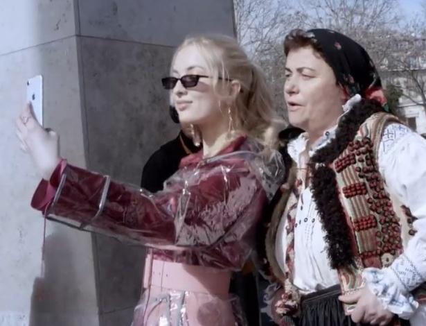 Algumas das artesãs foram visitar a Semana de Moda de Paris - Beau Monde/McCann
