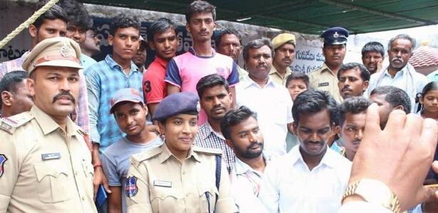 Superintendente da polícia Rema Rajeshwari treina colegas para atuar em povoados