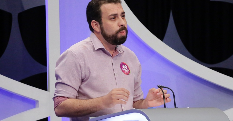 Guilherme Boulos (Psol) dá início ao debate presidencial questionando sobre a merenda do estado de São Paulo a Geraldo Alckmin (PSDB)