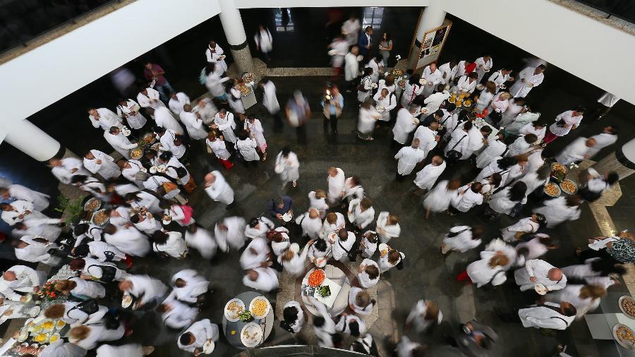 Médicos cubanos no primeiro dia de curso para trabalharem no Brasil em 2013 - Sérgio Lima/ Folhapress