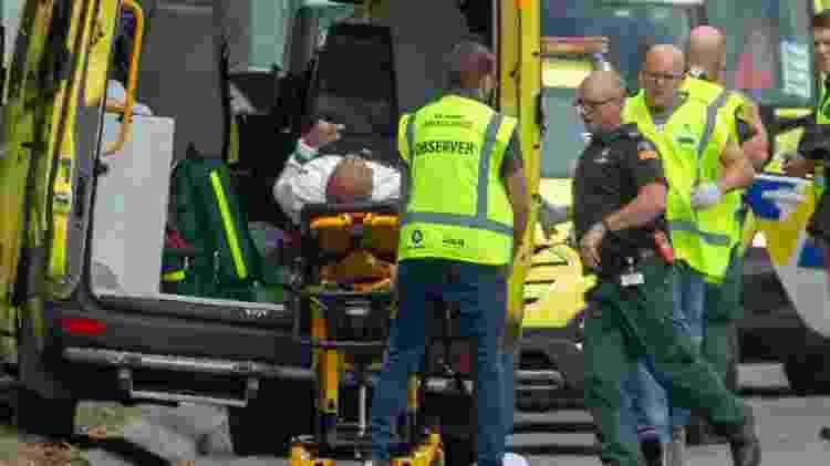 Ferido é retirado de mesquita após atentado na Nova Zelândia - Martin Hunter/EFE - Martin Hunter/EFE
