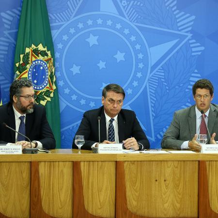 Em 2019, o presidente Jair Bolsonaro, acompanhado dos ministros Ricardo Salles (Meio Ambiente), Ernesto Araújo (MRE) e Heleno (GSI), criticou o sistema do INPE de monitoramento do desmatamento - Pedro Ladeira/Folhapress