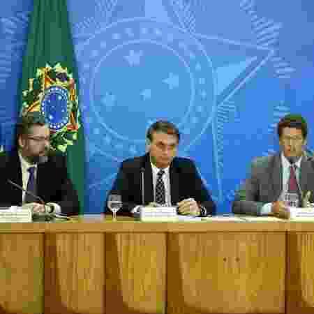 O presidente Jair Bolsonaro, acompanhado dos ministros Ricardo Salles (Meio Ambiente), Ernesto Araújo (MRE)  - Pedro Ladeira/Folhapress