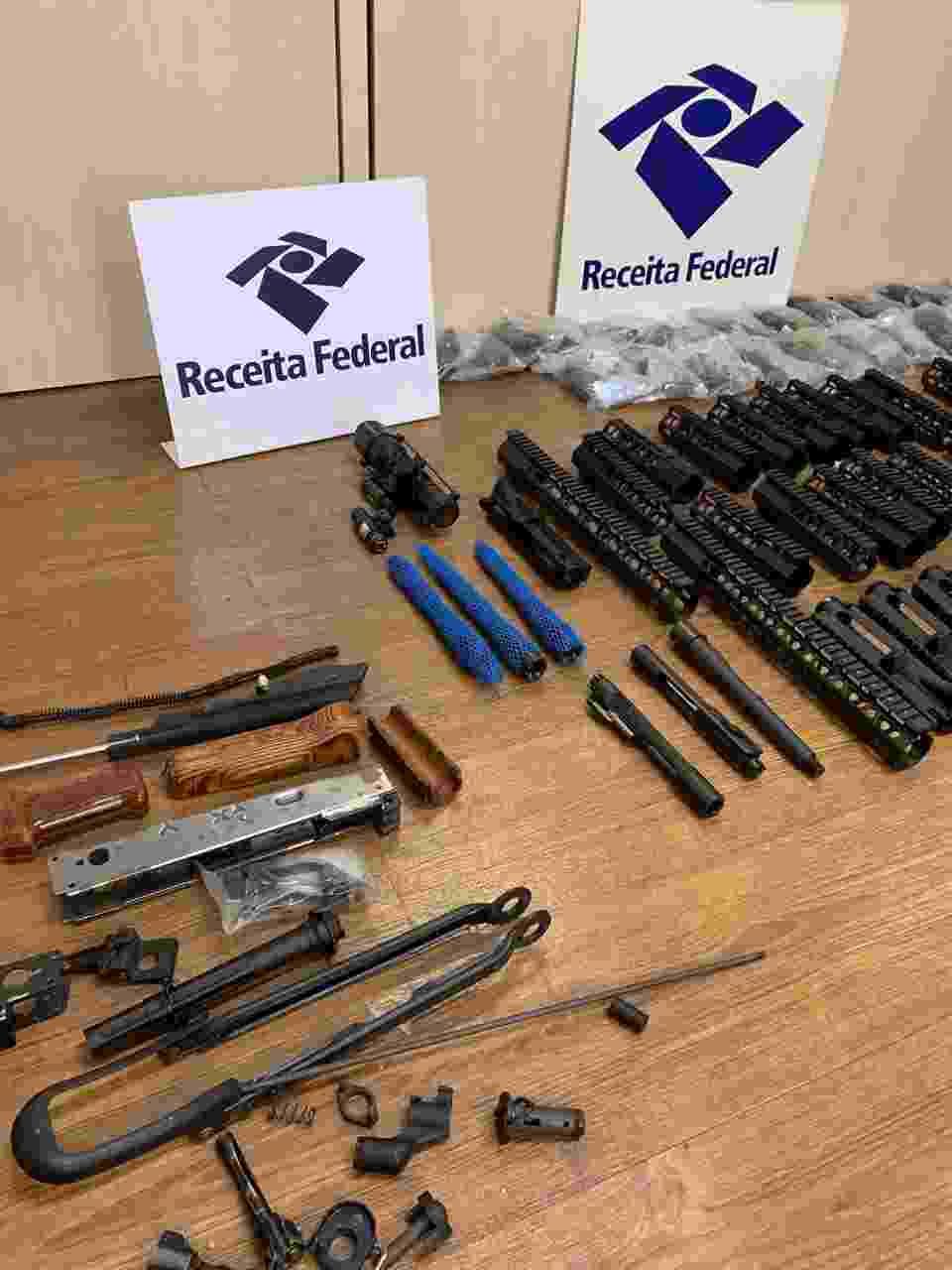 Receita Federal apreende 24 fuzis no porto de Navegantes - Divulgação/Receita Federal