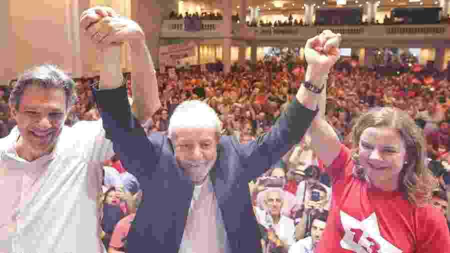 Os petistas Fernando Haddad, Lula e Gleisi Hoffmann (da esq. para a direita) durante congresso do partido neste final de semana, em São Paulo - Reprodução/Facebook PT