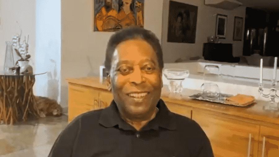 Pelé fez vídeo para agradecer pelos parabéns que recebeu em seu aniversário de 80 anos - Reprodução/Twitter