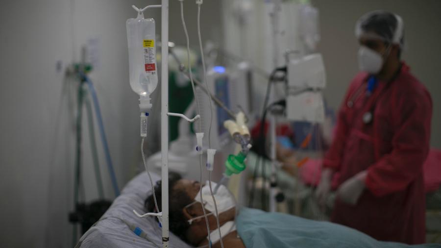 Paciente com covid-19 internado no Hospital de Oriximiná, no oeste do Pará - Tarso Sarraf/Estadão Conteúdo