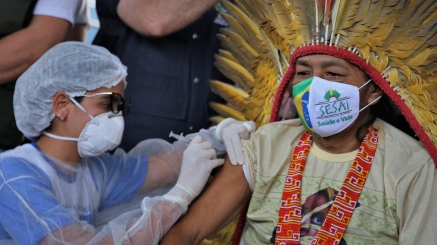 O indígena Fernando Katukina, de 56 anos, foi vacinado em Cruzeiro do Sul (AC) - Odair Leal/Secom AC