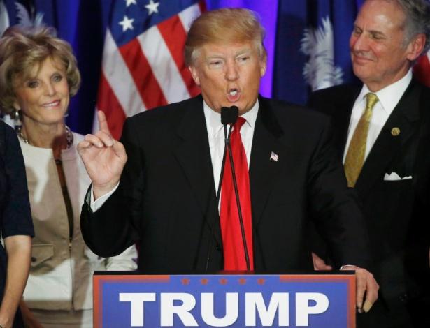 Donald Trump discursa após a vitória nas prévias da Carolina do Sul