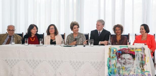 A presidente afastada, Dilma Rousseff, durante almoço com historiadores