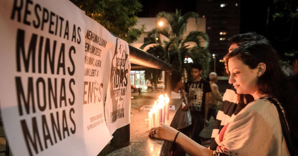 6.jul.2015 - Jovens promovem ato contra a homofobia, o racismo e a violência contra a mulher, na praça Nossa Senhora da Conceição, no centro de Franca, interior de São Paulo. Diego Vieira Machado, o estudante de arquitetura da UFRJ assassinado no campus na última semana, foi lembrado durante o ato