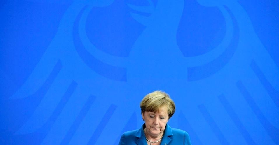 """23.jul.2016 - A chanceler alemã, Angela Merkel, se pronunciou neste sábado (23) pela primeira vez após o ataque que deixou dez mortos, entre eles o atirador --um jovem de 18 anos--, em Munique no dia anterior. """"Estamos de luto por aqueles que nunca mais voltarão para suas famílias"""", declarou em Berlim. """"Nós pensamos em vocês. Nós sofremos com vocês"""", disse"""