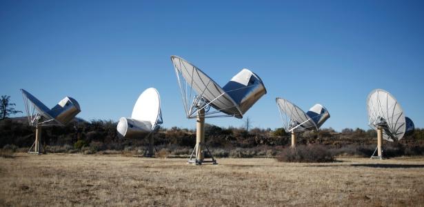 As antenas Allen Telescope Array, na Califórnia, procuram por transmissões alienígenas