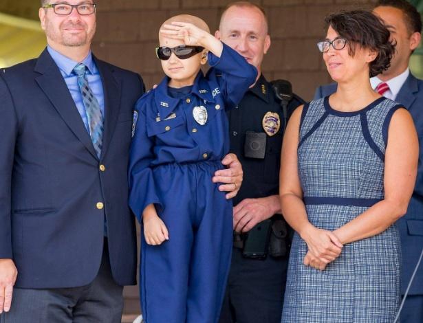 Olha que fofura essa foto... que Colin consiga realizar todos os seus sonhos! - Reprodução/Facebook/Ithaca Police Department