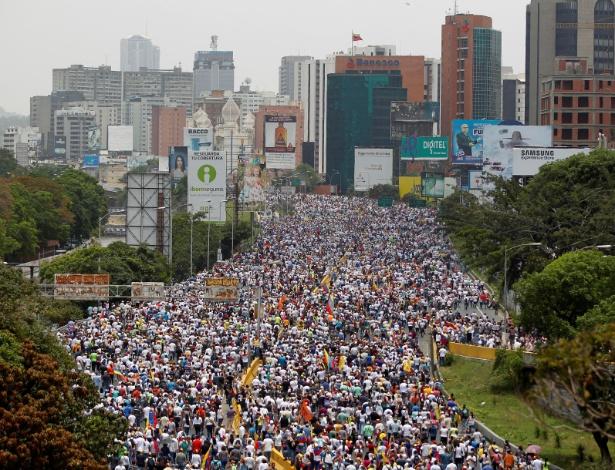 """Manifestantes participam da chamada """"mãe de todos os protestos"""" na quarta-feira"""