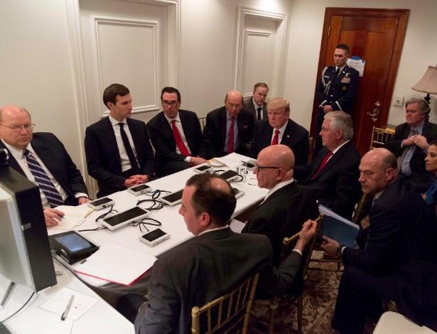 Presidente dos EUA, Donald Trump, em reunião com a Segurança Nacional, em Mar-a-Lago - THE WHITE HOUSE