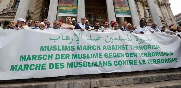 """Muçulmanos imames organizaram a """"Marcha dos muçulmanos contra o terrorismo"""" em Bruxelas, na Bélgica"""