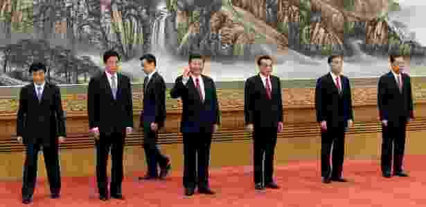 Presidente da China, Xi Jinping (acenando ao centro), e membros do Partido Comunista Chinês em Pequim - JASON LEE/REUTERS
