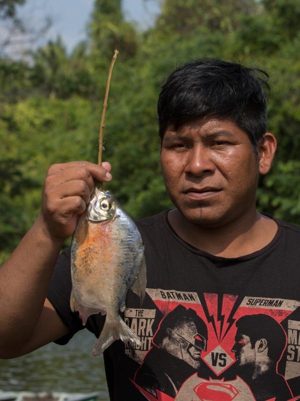 1º.dez.2017 - O indígena Bendjai Xikrin voltando da pesca no Cateté. Ele atribui à contaminação a diminuição dos peixes no rio