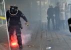 Manifestantes apedrejam prédio do MEC e polícia revida lançando bombas - Renato Costa/Estadão Conteúdo