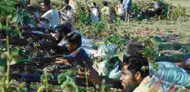 """Esta foto foi tirada em Bangladesh, em 1971, mas acabou compartilhada nas redes sociais para descrever o povo rohingya como """"terrorista"""" - Bettmann Archive - Bettmann Archive"""