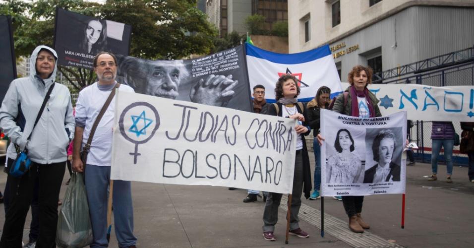 Grupo da comunidade Judia se juntou à manifestação contra o candidato Jair Bolsonaro na tarde deste sábado (06), na Avenida Paulista. O ato, que começou na área do vão livre do Masp, seguiu em direção ao centro da capital