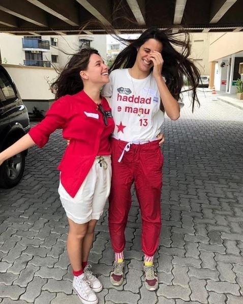 28.out.2018 - Bruna Linzmeyer e sua namorada, Priscila Visman, votam no Rio