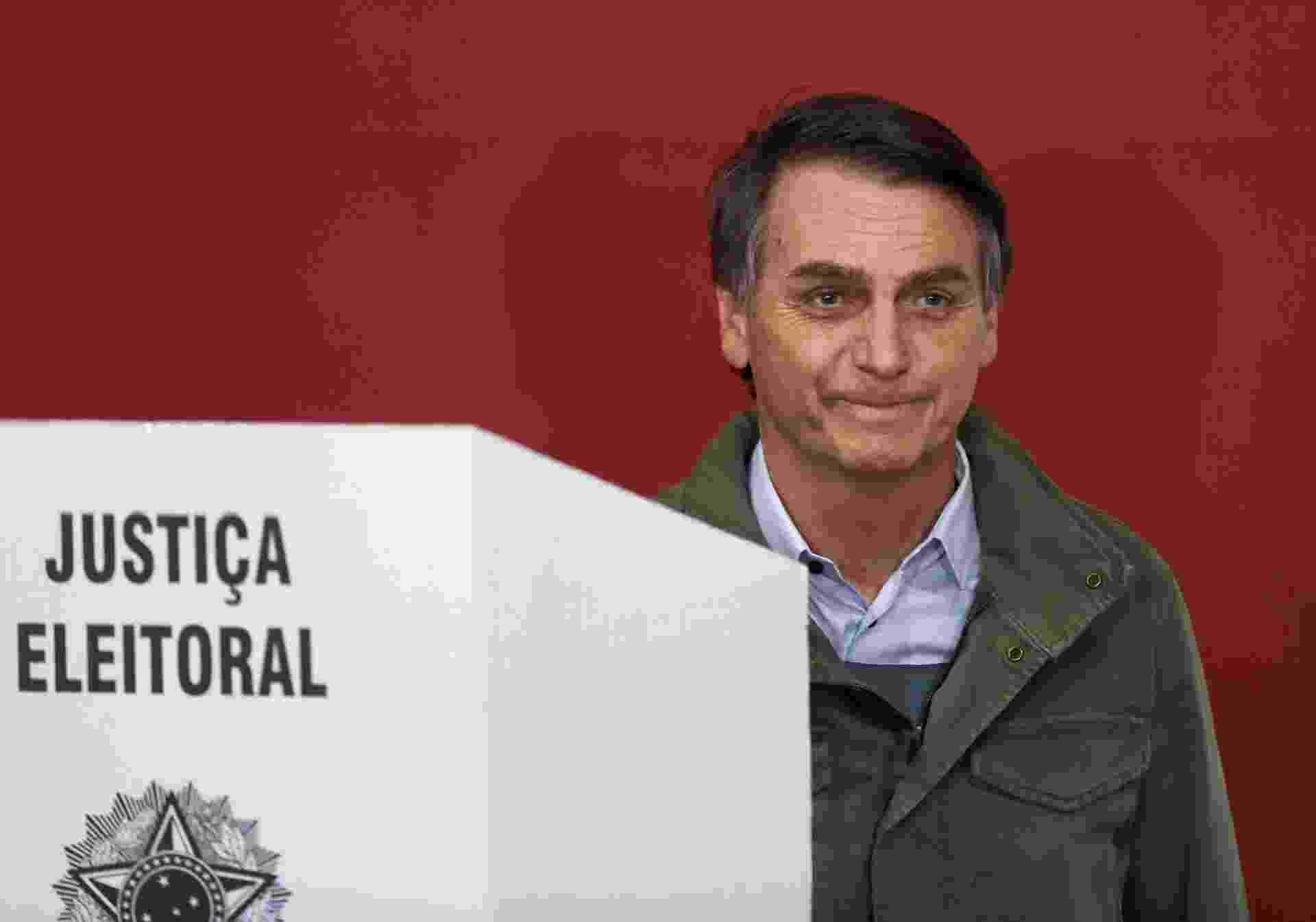 28.out.2018 - Candidato à Presidência da República, Jair Bolsonaro (PSL), vota em Deodoro, no Rio de Janeiro - Reuters