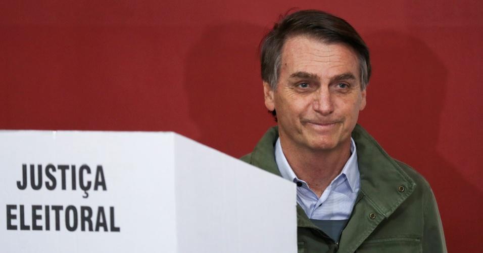 28.out.2018 - Candidato à Presidência da República Jair Bolsonaro (PSL) vota em Deodoro, no Rio de Janeiro