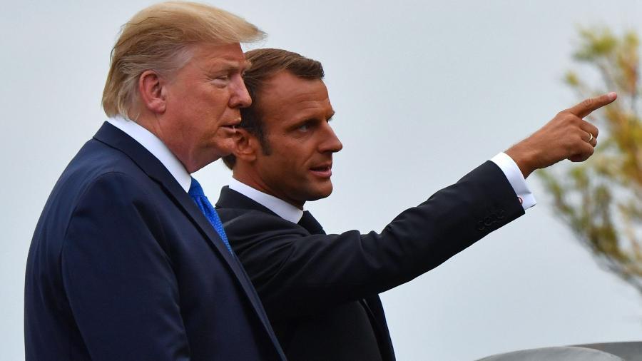 24.ago.2019 - O presidente francês, Emmanuel Macron, recebe o presidente dos EUA, Donald Trump, para o encontro do G7 em Biarritz (França) - Nicholas Kamm / AFP