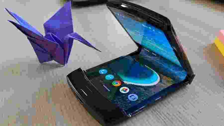 A Motorola adiou o lançamento de seu novo celular com tela dobrável, o Razr - BBC