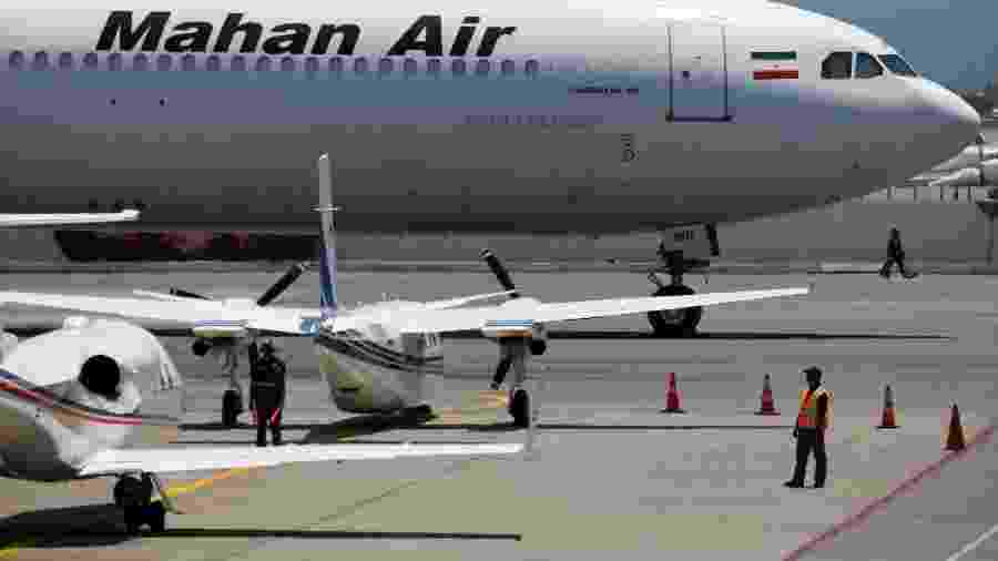 Avião Airbus A340 da Mahan Air no aeroportos de Caracas - Carlos Garcia Rawlins