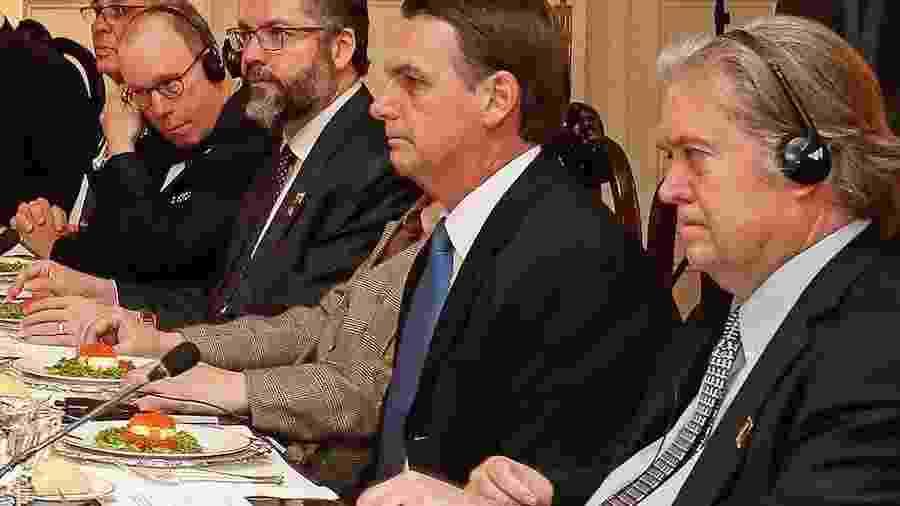 Bolsonaro e Bannon  durante jantar em Washington DC em março de 2019  - Alan Santos/AFP