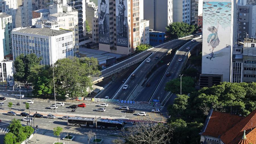 Vista do trânsito no centro de São Paulo, em março, durante a fase emergencial - Nelson Antoine/Estadão Conteúdo