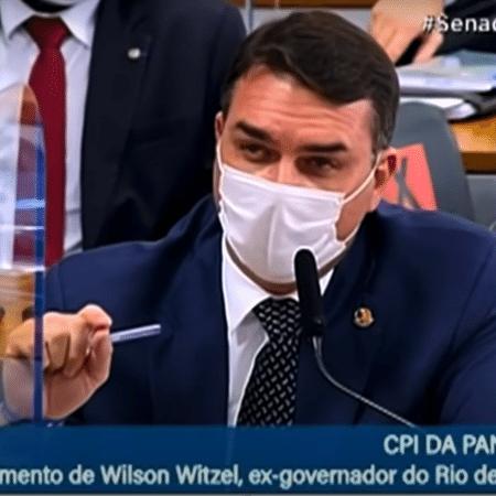 O senador Flávio Bolsonaro bateu boca com o ex-governador do Rio de Janeiro Wilson Witzel, quando este foi depoor na CPI da Covid-19 - Reprodução