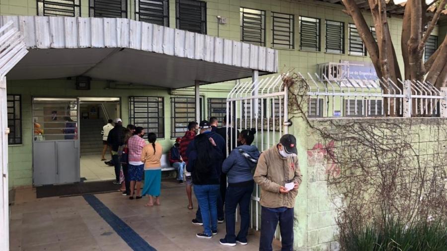 Pessoas aguardam por vacina na UBS Parque do Engenho II, na zona sul de São Paulo, em foto de junho - Lucas Borges Teixeira/UOL