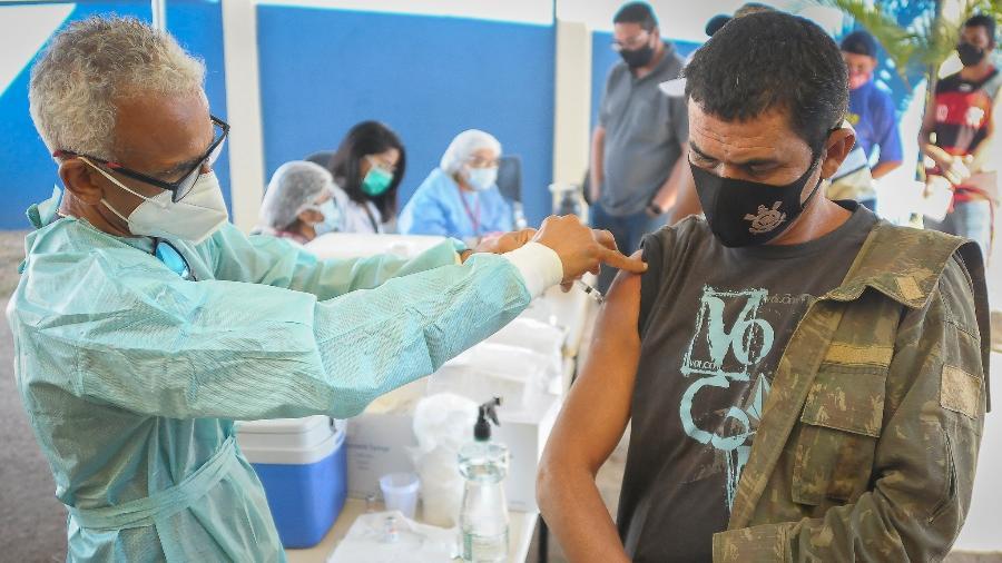 21.jul.2021 - Moradores do Engenho das Lages, no Gama, Distrito Federal, recebem grande ação de saúde para vacinação contra a covid-19 - Geovana Albuquerque/Agência Saúde DF